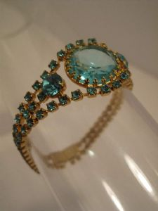 1980's Aquamarine coloured crystal bracelet *SOLD*